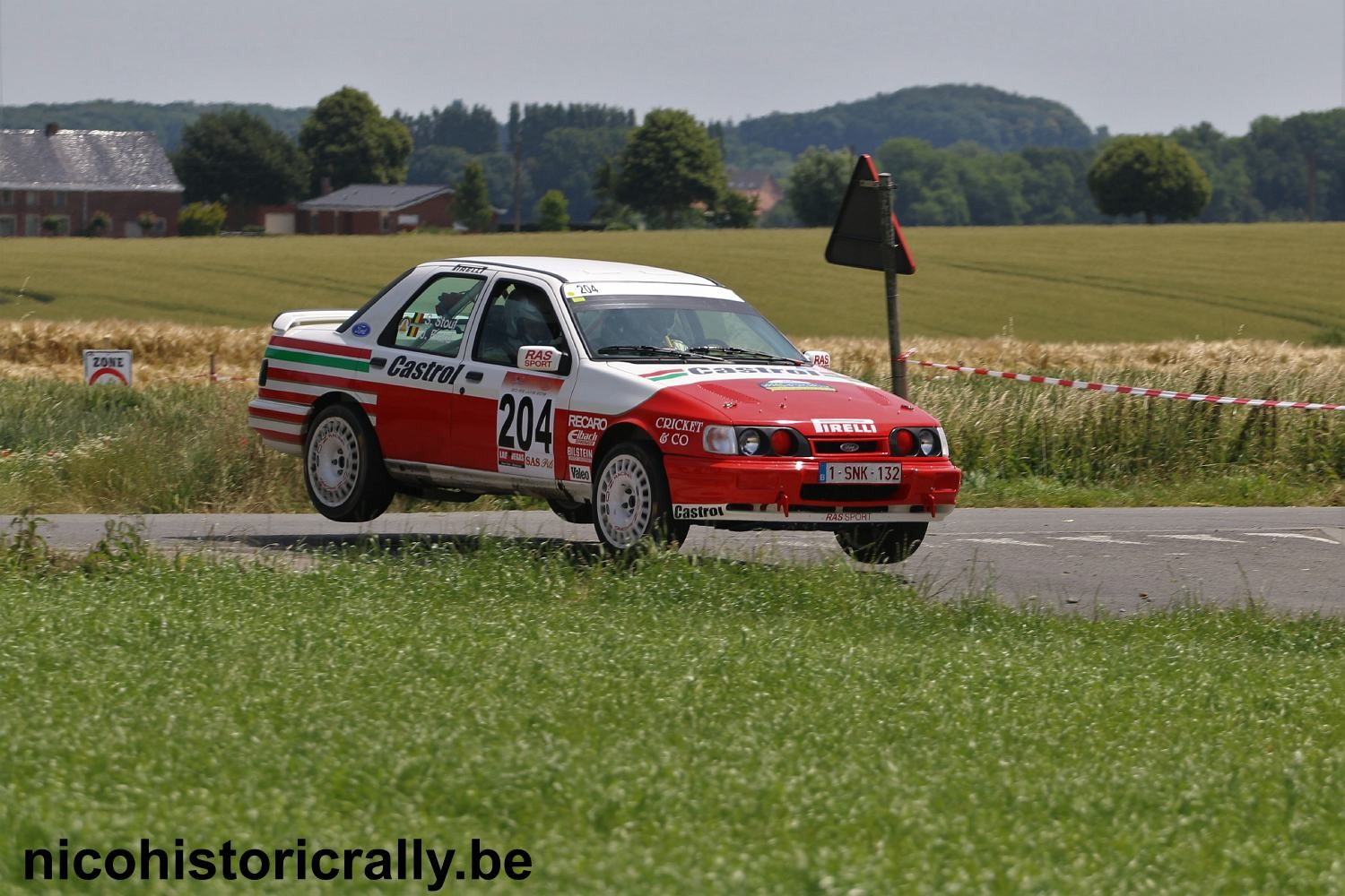 Stefaan Stouf en Joris Erard in de Fia Historic Rally.